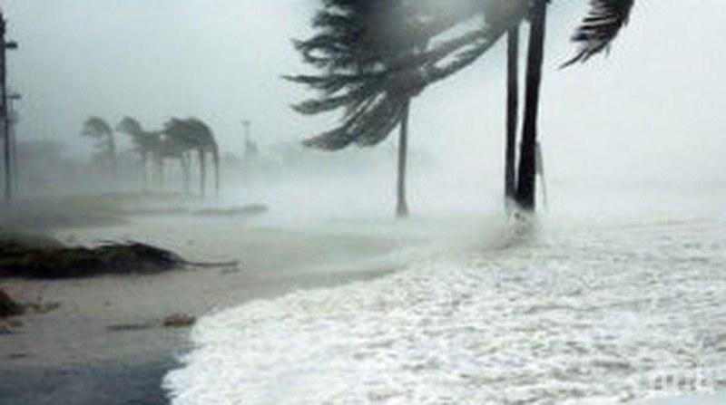 Ураган връхлетя Северна Каролина, ветровете достигнаха 140 км/ч