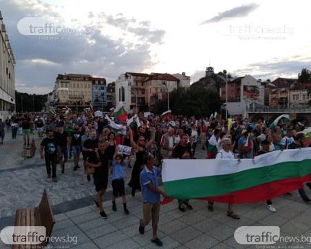Блокираха движението в центъра на Пловдив! Протестно шествие преминава през града