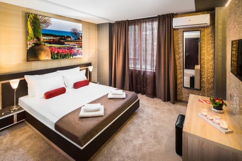 Изненадваща проверка в пловдивски хотел, следят за епидемични мерки
