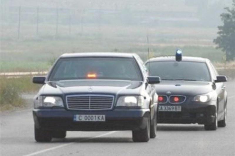 Мерцедес удари автомобил на НСО