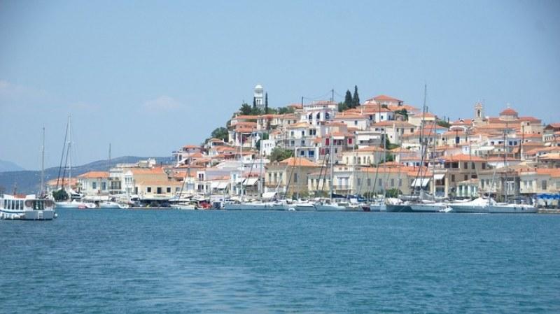 Гърция постави цял остров под карантина заради ръст на COVID-19