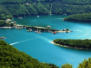 Плаващата къща на пловдивски бизнесмен трябва да бъде премахната