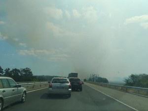 Тапа на автомагистрала Тракия! Запалиха стърнища