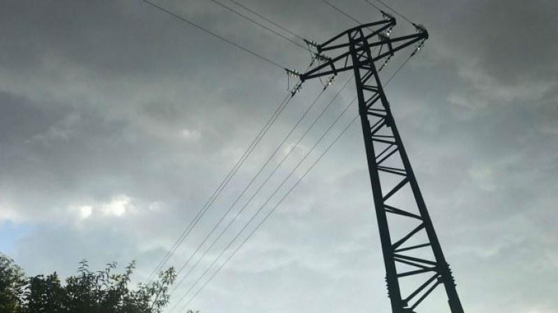 Пловдивско село без ток и вода от три часа, хората не знаят какво се случва