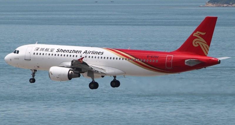 Китайски самолет губи височина, кацна извънредно