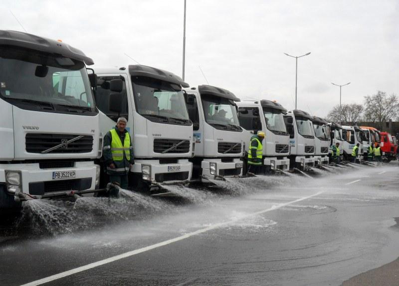 Преместете колите от шахтите: Ето кога ще ги почистват, ударно мият и пътищата в Пловдив