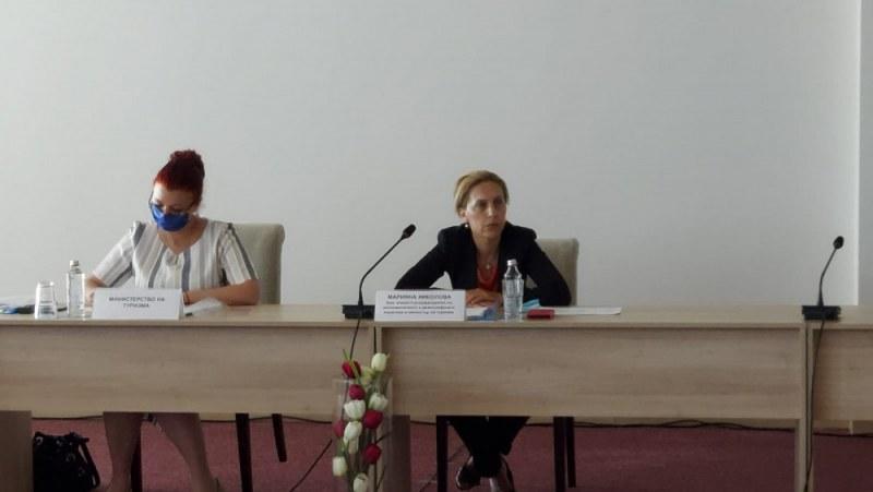 Спешна среща между министър Николова и бизнеса след рестрикциите за пътуване към Германия