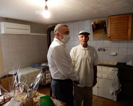 Дядо Димитър от Карлово навърши 102 години