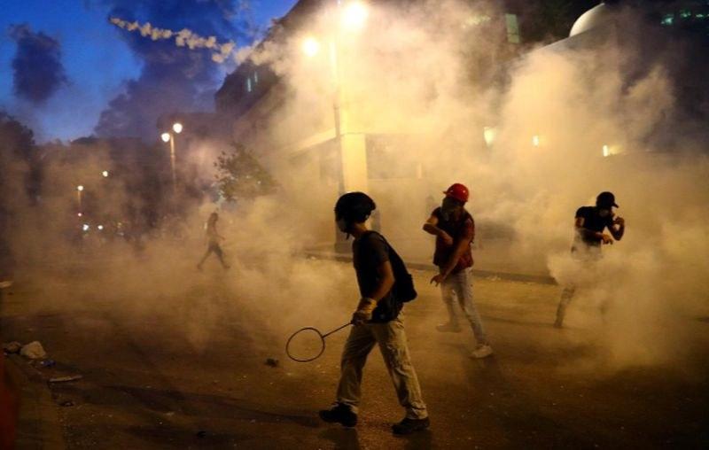 Напрежението в Бейрут не стихва! Пожар избухна пред парламента
