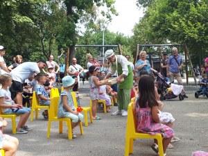 Куклен театър на открито зарадва най-малките в Източен