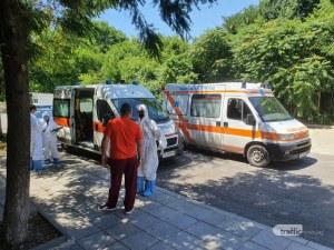 Починаха двама мъже с COVID-19, без други заболявания