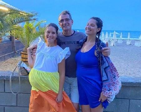 Бащата на най-усмихнатите сестри в Пловдив е истински щастливец