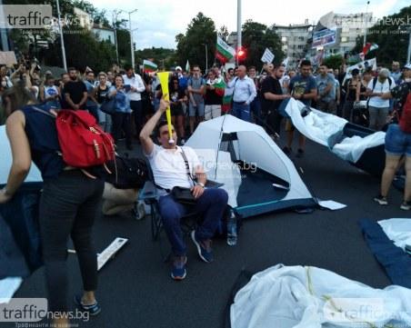 Отровното трио призова за повече блокади в страната