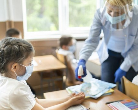 Румъния отваря училищата през септември