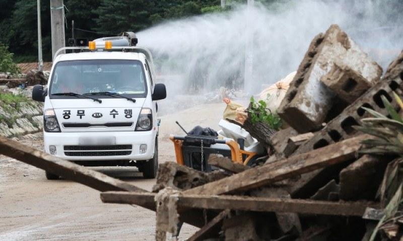 Десетки загинаха при наводнения в Южна Корея