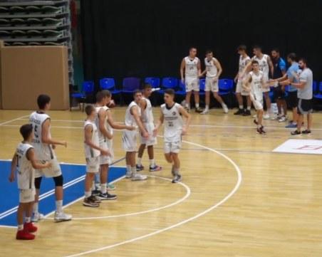 Младите баскетболисти на Академик с бронзовите медали от държавното