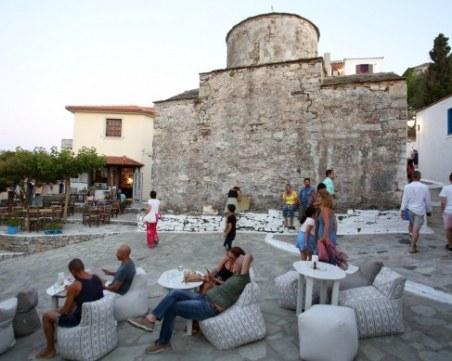Нови мерки в Гърция след рекордния скок на заболелите