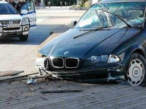 БМВ самокатастрофира край Съединение, шофьорът - в неадекватно състояние