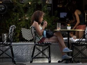 Забраняват пушенето на обществени места в част на Испания