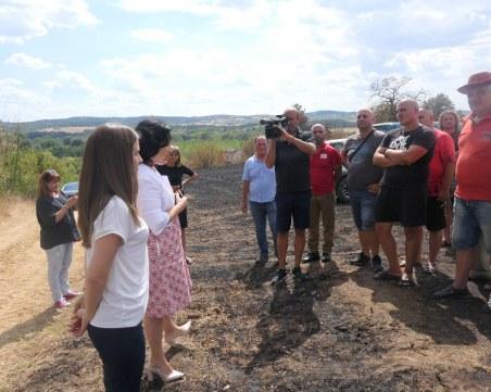 Министър Танев посети Хасковско след пожарите, обеща 400 хил. лева помощи за земеделците