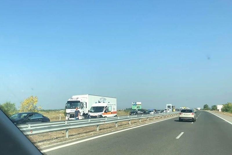 Четири коли са се блъснали на АМ Тракия, пострадали – няма