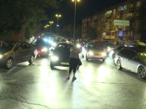 Нова транспортна блокада пред Румънското посолство, протестиращи и шофьори в сблъсък