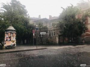 Обявиха жълт код за порои и гръмотевични бури у нас за събота