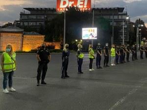 Протестът и полицайките или как бе потопен корабът на революцията