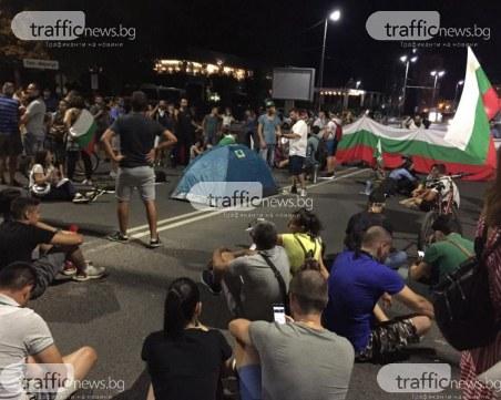 Протестиращи разпънаха палатки пред Панаира