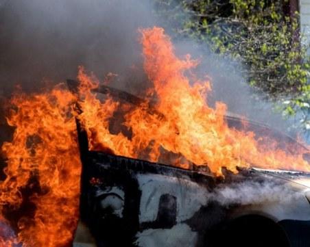 Откриха труп на мъж в изгоряла кола във Варна