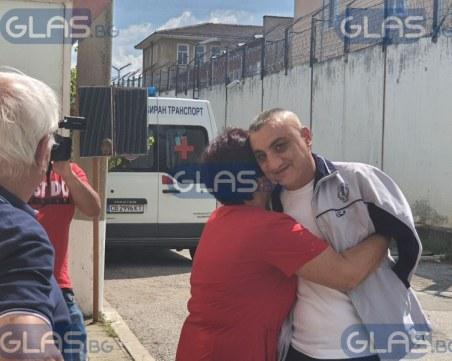 След 8 години зад решетките: Владо от Куцина прегърна майка си!