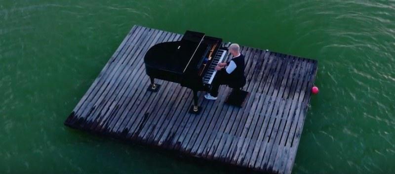 Музикант от Пловдив потопи роял в Гребната ВИДЕО