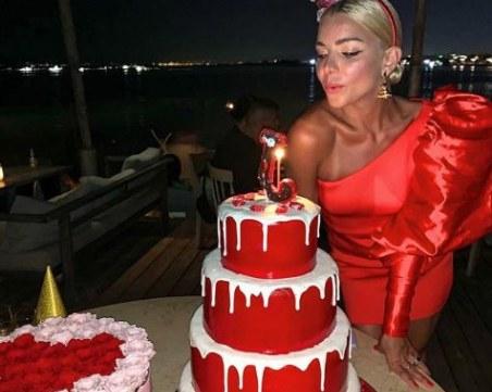 Джозефин стана на 30 и вдигна лудо парти в курорта на гръцките магнати