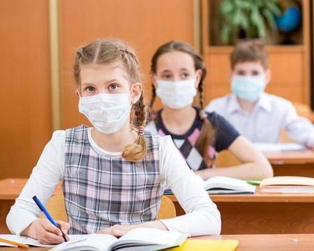В Гърция – задължително с маски в клас