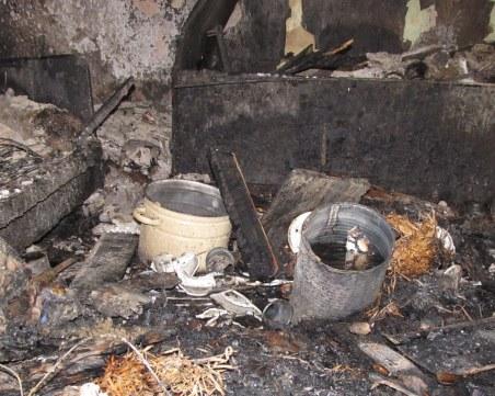 Две деца загинаха при пожар в Шумен, докато майка им пои коня си