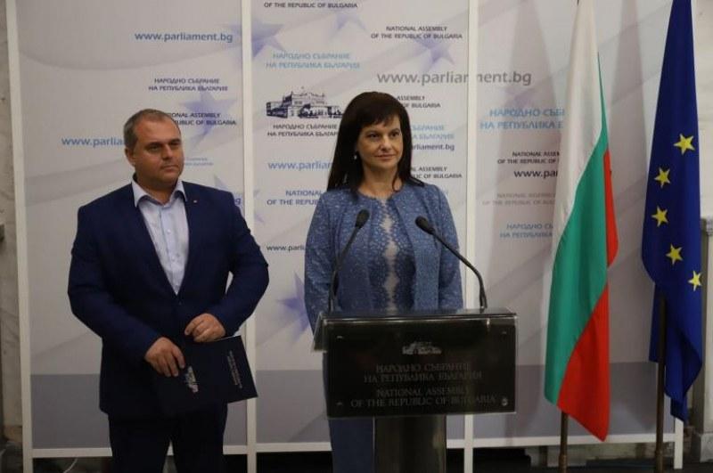 Патриотите и ГЕРБ си стиснаха ръцете! ВМРО подписа срещу обещание за референдум