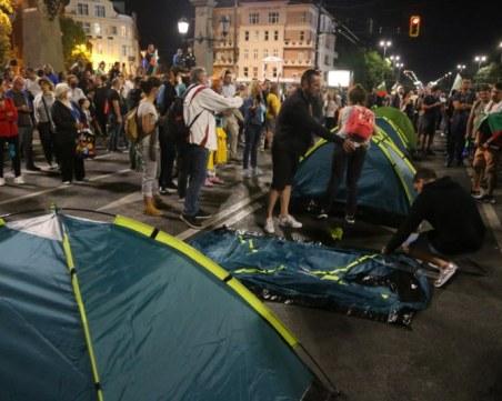 Протестиращи отново разпънаха палатки на Орлов мост