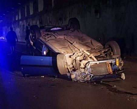 Тежка катастрофа в тунела на НДК, кола е по таван