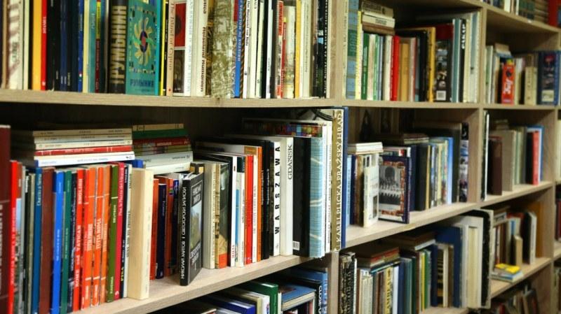 Купи книга. Дари я на своето училище! Деца обогатяват училищните библиотеки