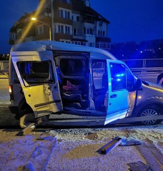 14-годишен се блъсна с колата на баща си, двама младежи загинаха