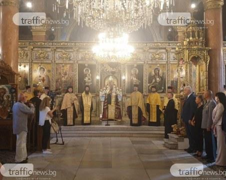 Камбанен звън огласи Пловдив на тържествения молебен за празника