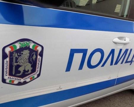 Шофьор предложи 100 евро на полицаи, задържаха го