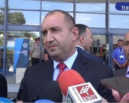 Президентът готов за диалог, но след оставката на правителството