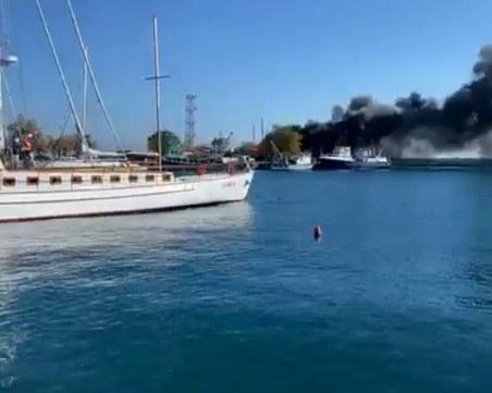 Яхта избухна в пламъци в Несебър