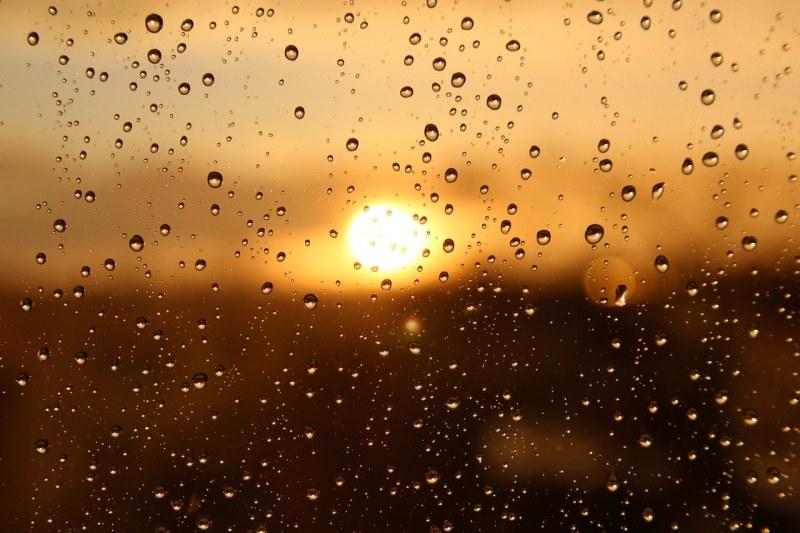 Времето през новата седмица: Валежи на места, температурите започват да се понижават леко