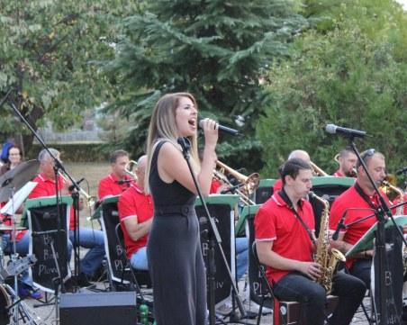 Биг Бенд Пловдив събра стотици в пловдивски парк