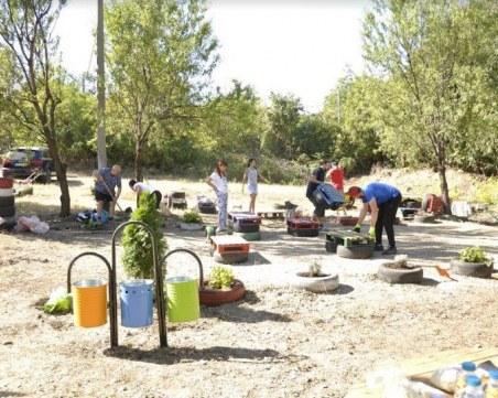 Доброволци обновиха парка в село Марково