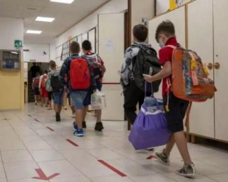 Училищните камбани в Италия бият за първи път от шест месеца насам