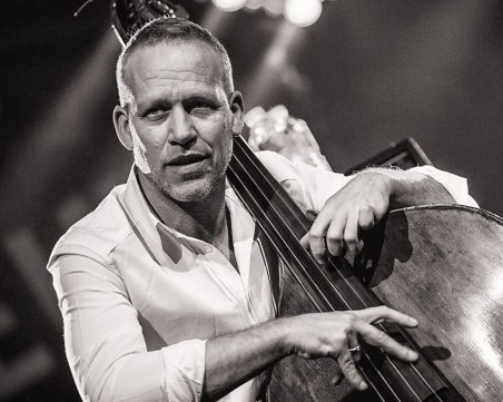 Един от най-великите басисти в света Авишай Коен идва за Plovdiv Jazz Fest