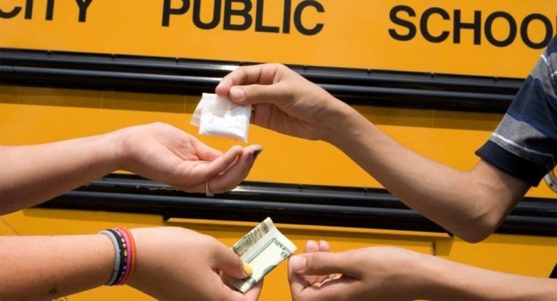 Нова акция срещу дрогата, следят за дилъри около училищата